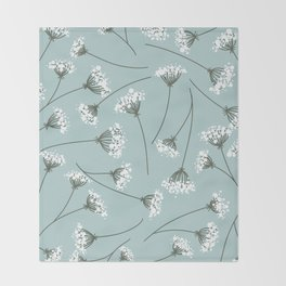 Queen Anne's Lace Floral Pattern Throw Blanket