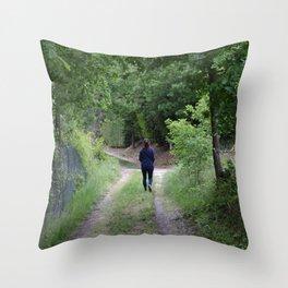 Sentiero nel bosco Throw Pillow