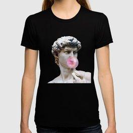 Marble sculpture Art, statue of David blowing pink gum T-shirt