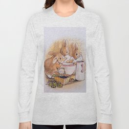Peter Rabbit with his parents Long Sleeve T-shirt