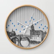 La lluvia en Bilbao es una pura maravilla Wall Clock