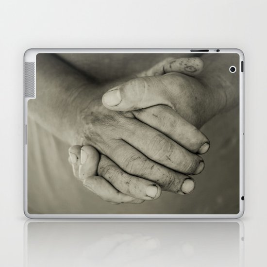 manos trabajadoras Laptop & iPad Skin
