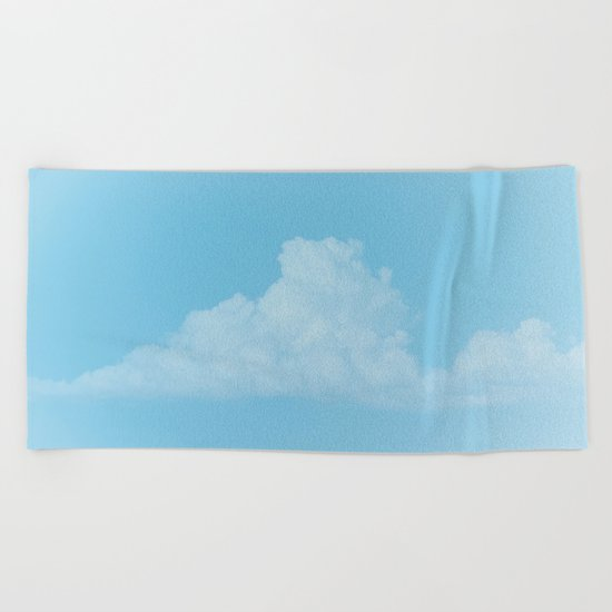 breath of flight Beach Towel
