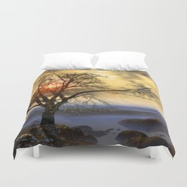 Tree in November sun Duvet Cover
