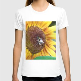 Bee_Flower_Nectar collecting T-shirt