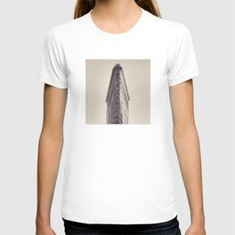 Flatiron Building, original New York photography, skyscrapers, wall decoration, home decor, nyc b&w T-shirt