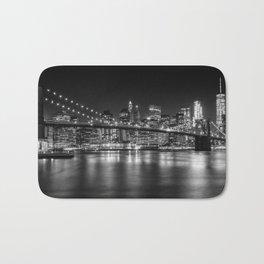 MANHATTAN SKYLINE & BROOKLYN BRIDGE Nightly Impressions | Panoramic Monochrome Bath Mat