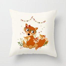 Maman renard et ses enfants Throw Pillow