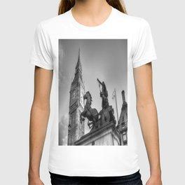 Big Ben and Boadicea Statue  T-shirt