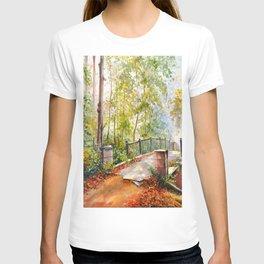 Bridge in the autumn park T-shirt