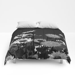 Black and white big flowers  Comforters
