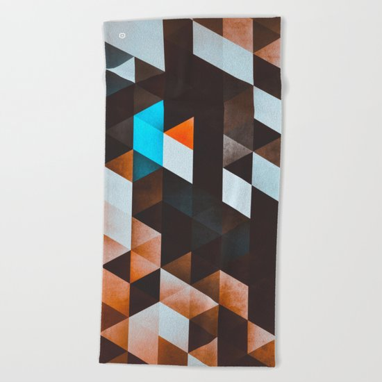 ydd_yvyn Beach Towel
