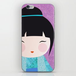 Kokeshi Kinu gros plan iPhone Skin