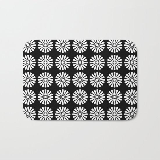 Black And White Flowery Daisy Pattern Bath Mat