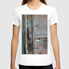 Rusty metal gate T-shirt