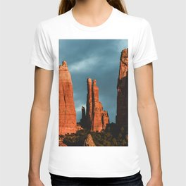 Sedona Vortex - Chimney Rock Desert Photography T-shirt