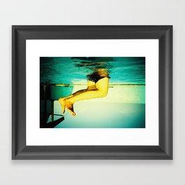 Ɔɥıɔʞǝu lǝƃs Framed Art Print
