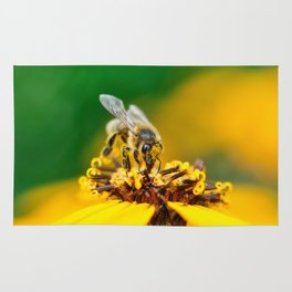 A bee on the flower Rug