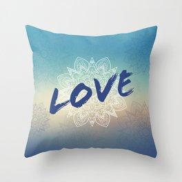 Love et mandala bleu Throw Pillow