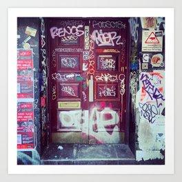 London: graffiti door Art Print