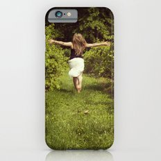 Young woman running through a vineyard Slim Case iPhone 6s