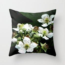 Fraises des bois Flowers Throw Pillow