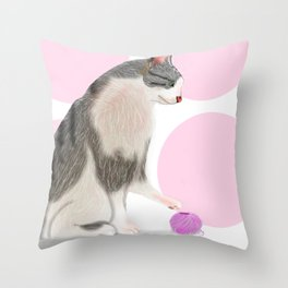 Kitty loves its yarn. Throw Pillow