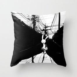minima - beta bunny / noir Throw Pillow
