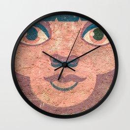 le visage dans le mur Wall Clock