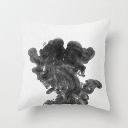 Smokey kiss. Throw Pillow