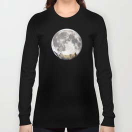 Sleeping cat with the Moon Long Sleeve T-shirt