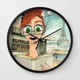 leyendo en paris Wall Clock