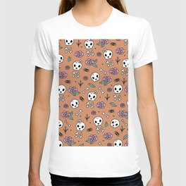 Little kawaii skulls and roses day of the dead halloween pattern orange ginger T-shirt