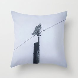 Quand le hibou chante Throw Pillow