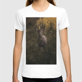 Deer in the wilderness T-shirt