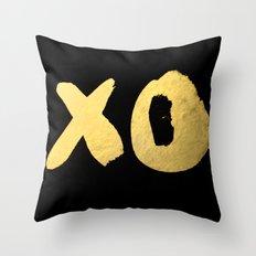 XO black Throw Pillow