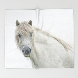 Horse eyes look at you Throw Blanket