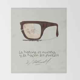 Salvador Allende Lente - TrincheraCreativ Throw Blanket