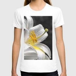 Lily flower covered by raindrops T-shirt