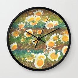 bees˴n˴daisies Wall Clock