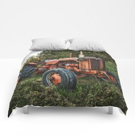 Vintage old red tractor Comforters