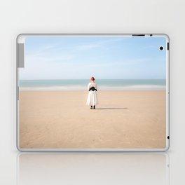 La jeune fille et la mer Laptop & iPad Skin