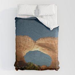 Broken Arc  Night Sky Utah Arches National Park at Devils Garden Campground Comforters