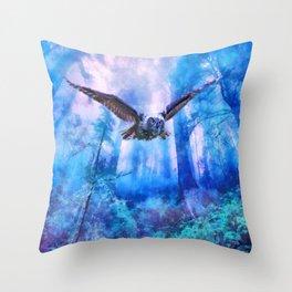 Owl flight Throw Pillow
