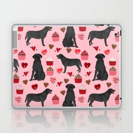 Black Lab valentines day pattern gifts dog pattern with hearts and cupcakes perfect for valentine Laptop & iPad Skin