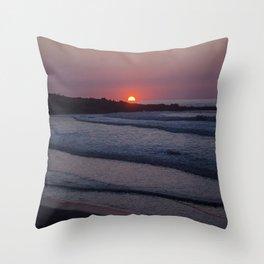 Good night waves Throw Pillow