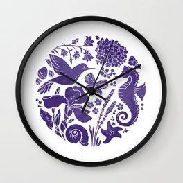 La vie en ultra violet Wall Clock