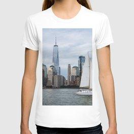 Sailing boat against skyline of New York T-shirt