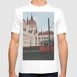Hungarian Parliament Building, Budapest, Hungary  T-shirt
