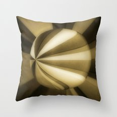 Sol Adentro, obscuro Throw Pillow